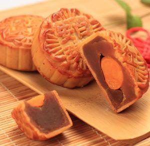 蛋黄纯白莲蓉月饼